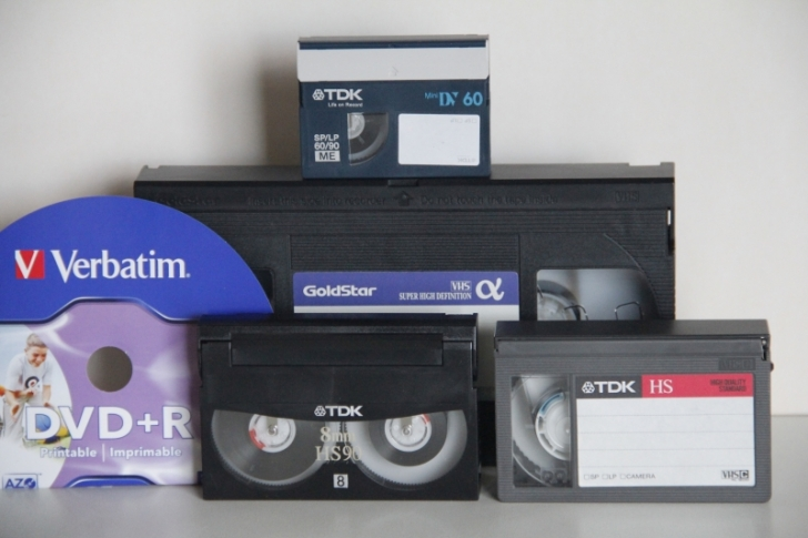 VHS, VHS-C, mini DV, 8mm kasetes i DVD/HDD (2.90Eur/val)